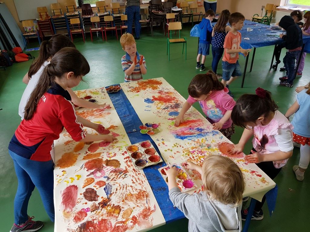 finger painting,team work, kids painting, happy kids, summer camp, art classes, crazy art