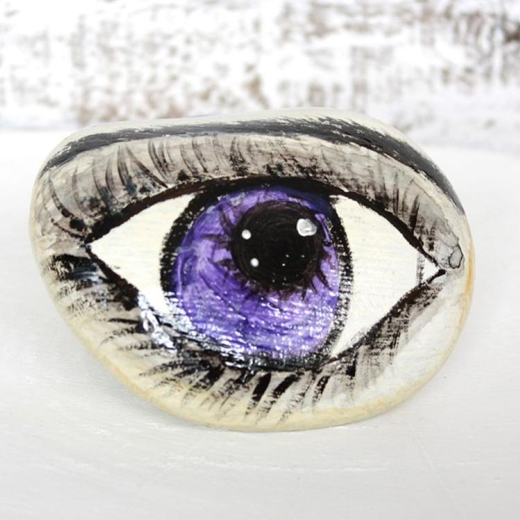 acrilic painting, eye painting, painted stones